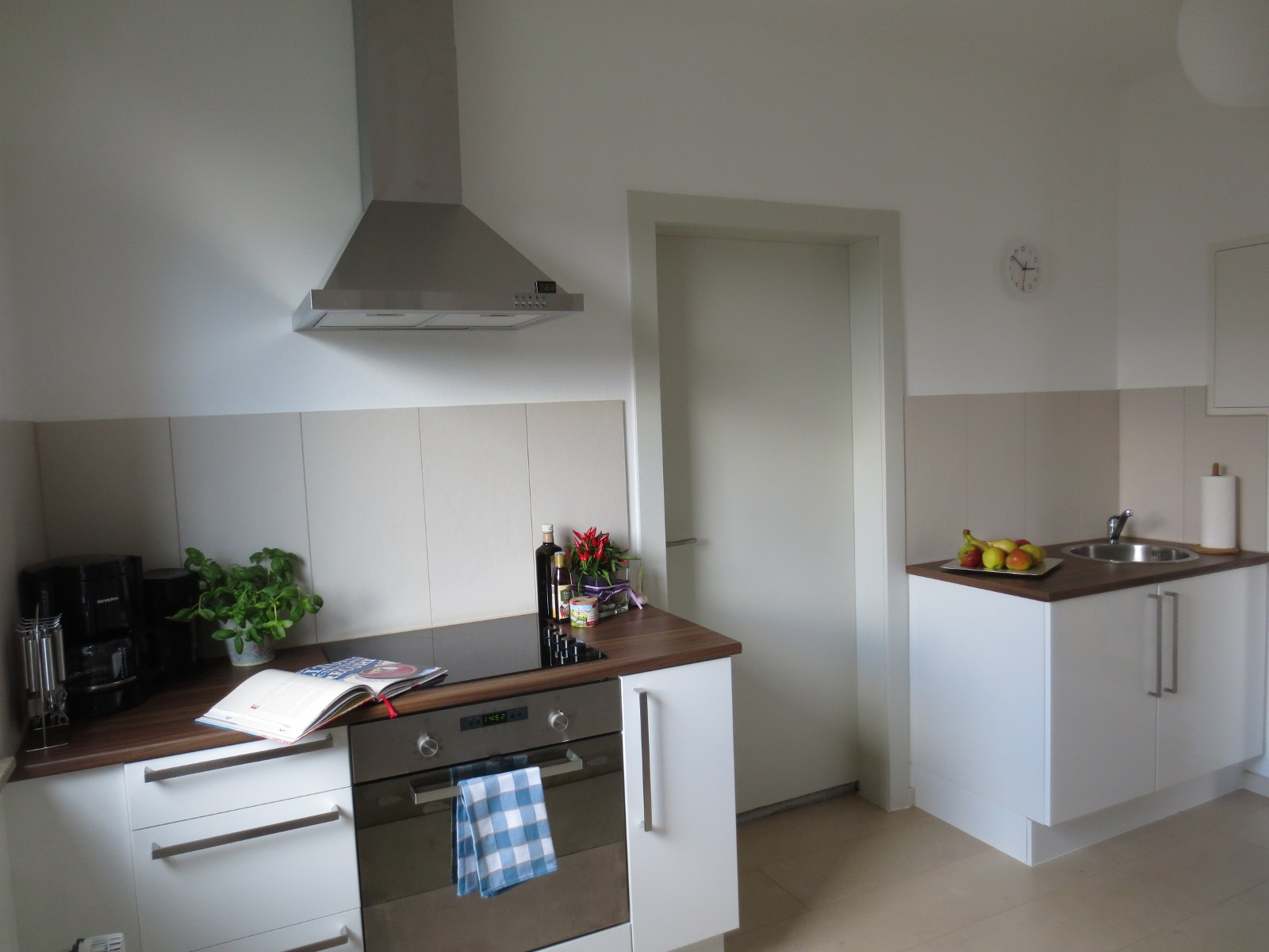 Drei Zimmer Küche Proviant : Küche köln bonner str ikea küche wandschrank aufhängen schiene